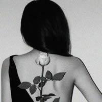 意境黑白女生头像_www.qqtu8.net